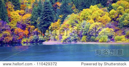 丰富多彩的秋天的风景.自然背景
