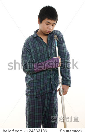 asianboynation_young asian american boy with broken arm