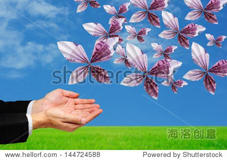 手释放折纸蝴蝶由500欧元的纸币
