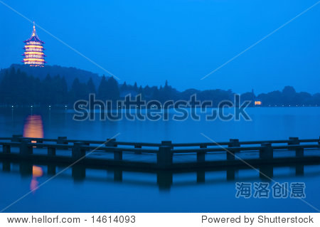 long exposure of xihu ,hangzhou in china at night