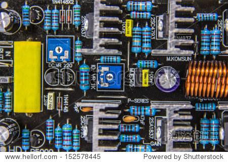 电子电路板安培在白色背景上