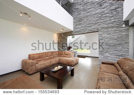 室内设计:现代客厅大空的白墙
