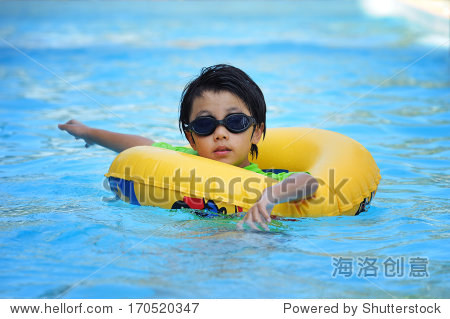 asianboynation_asian boy swimming with tube