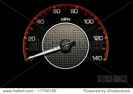 汽车里程表在黑色背景