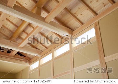 在在建木房子