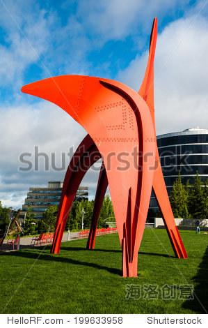 西雅图- 5月9日:奥林匹克雕塑公园俯瞰普吉特海湾5月8
