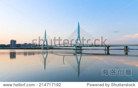 现代悬索桥