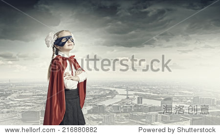 可爱的女孩入学年龄的超级英雄服装
