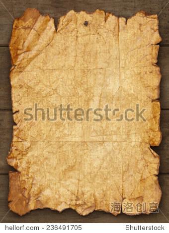 穿和撕纸钉在木头背景副本空间.