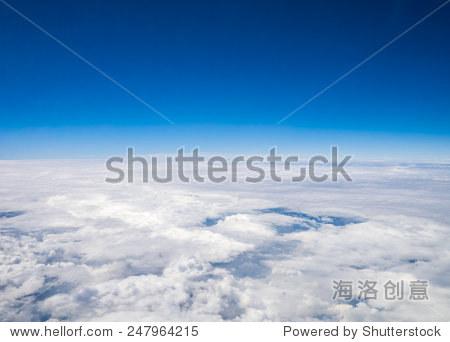 从飞机的窗口空中cloudscape天空在平流层