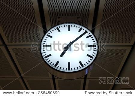 Y7_PM_07 pm metro clock