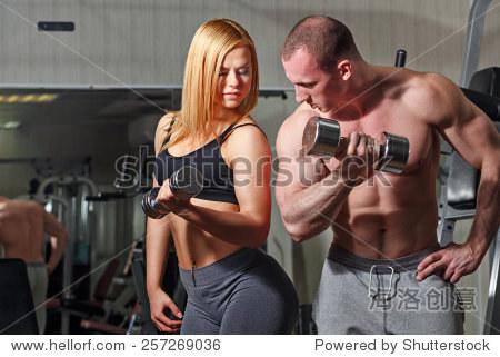 健身房教练邪恶