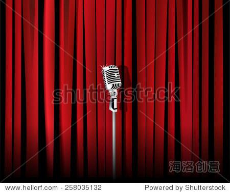 复古金属麦克风在红色窗帘的背景下.
