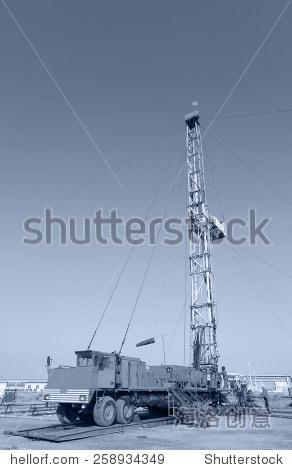 ��in9l$yi��d#9.�_in oil field oil field derrick work