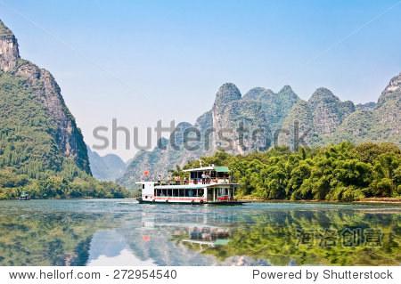 Boat on the river Li (lijang) between Guilin and Yangshuo, Guangxi, China