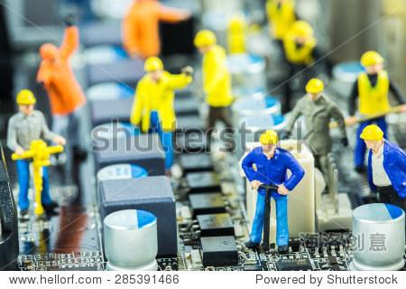 的工程师团队修复主板电路.电脑维修的概念