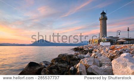 ��in9l$yi��d#9.�_lighthouse in patras greece.
