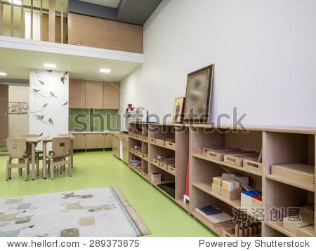 室内的日间托儿所(幼儿园)