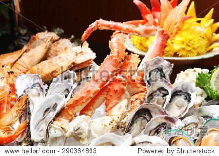 牡蛎和阿拉斯加帝王蟹,海鲜自助餐在酒店餐厅