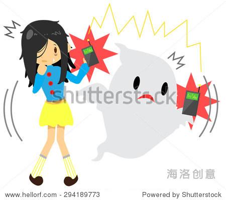 可爱的卡通长头发女孩看到或感觉到一种超自然的鬼魂