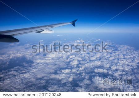 副翼,襟翼塞平在飞机机翼在巡航速度和高度