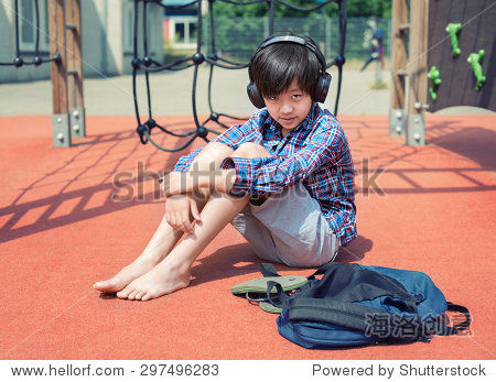 asianboynation_handsome asian boy listening to music on  - 站酷