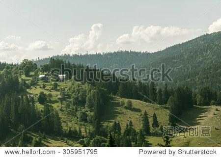 农村山风景的黑山在喀尔巴阡山脊 - 建筑物/地标,自然
