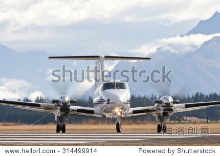 双发动机涡轮螺旋桨发动机私人或通勤飞机
