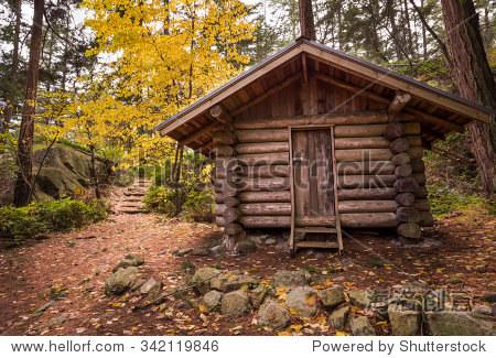 一片森林里的小木屋