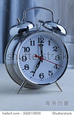 小�9�`9�b�o.�in9l$yi�_traditional alarm clock at seven o\'clock in the morning