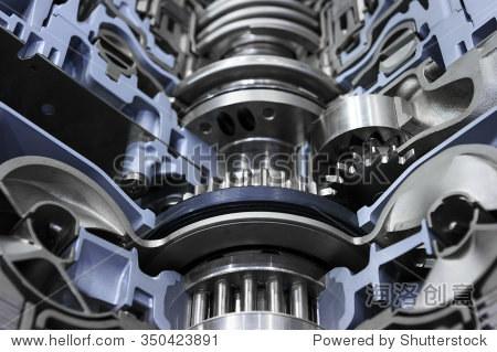 汽车变速器齿轮轴与灰色的螺母,螺栓和蓝色颜色涂料,变速箱为超大的