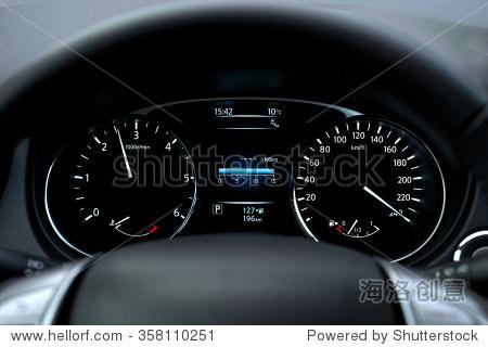 现代汽车里程表和仪表板