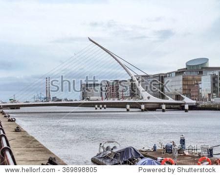 河边的风景在都柏林和塞缪尔·贝克特桥
