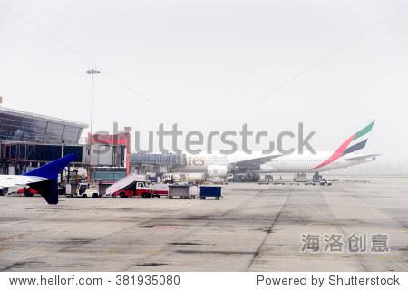 新德里,印度——2016年1月16日:阿联酋航空飞机在英迪拉甘地国际机场