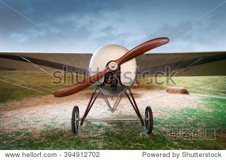 老旧单翼机木质螺旋桨飞机