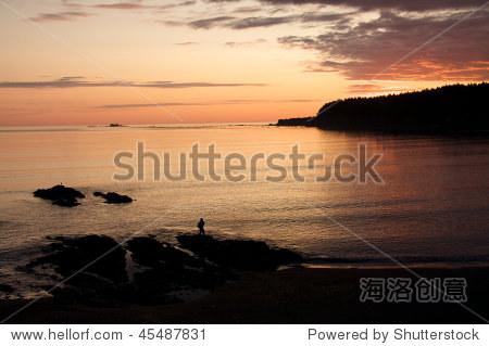 日出科迪亚克岛,阿拉斯加.