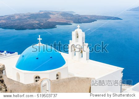 ��in9l$yi��d#9.�_in fira santorini greece with mediterranean sea and volcano in
