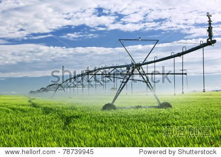 IndustrialirrigationequipmentonfarmfieldinSv骗局日本骗局高中图片