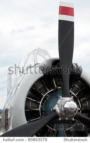 旧飞机的螺旋桨和发动机