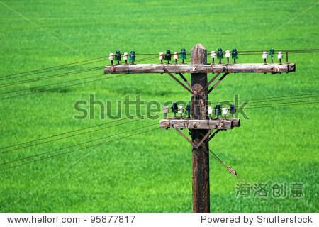 电线杆与陶瓷在绿色背景支持-复古风格,科技-海洛创意图片