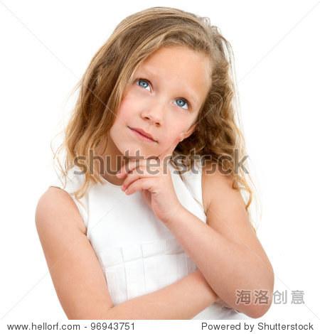 特写肖像的可爱小女孩好奇的脸的表情.孤立在白色背景