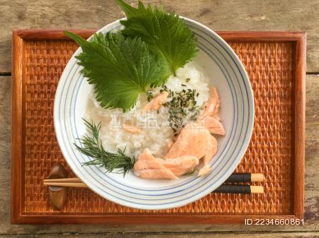 日式三文鱼海鲜粥 营养健康早餐美食摄影