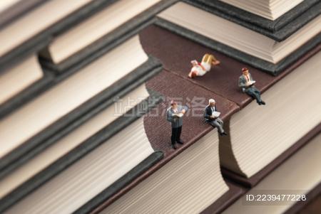世界读书日书本框景阅读的人群