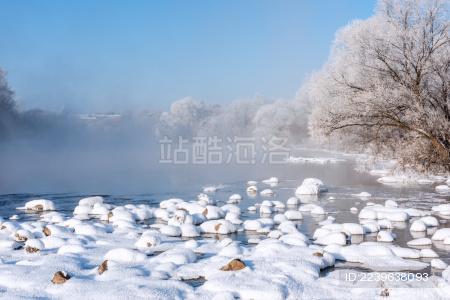 冬天雪地河流雾凇
