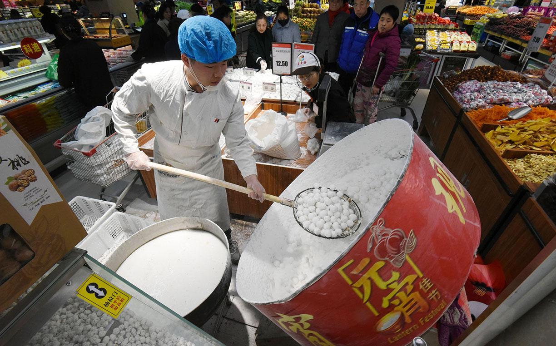 河北省邯郸市:元宵节未到 传统手工元宵先俏