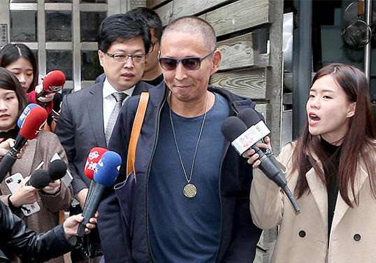 钮承泽涉嫌性侵后前往检察机关接受二审