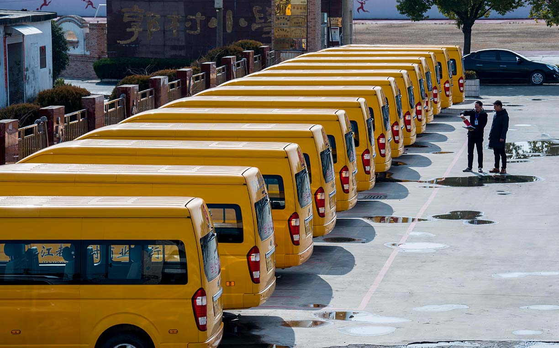 江苏省扬州市:校车安全检查 为开学做准备