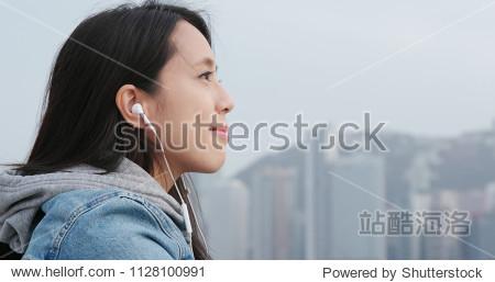 Woman enjoy music in the city of Hong Kong