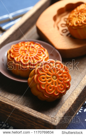 chinese mid autumn festival moon cake and wooden mould