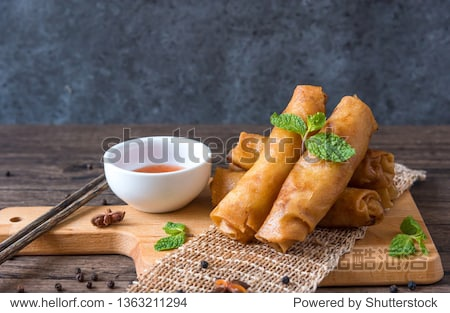 deep fried spring rolls  Por Pieer Tod or Fried spring rolls (Thai Spring Roll) Snacks and snacks that are popular with Thai and Chinese people.